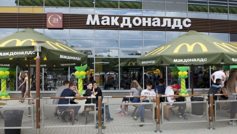 Ресторан быстрого питания Макдоналдс.