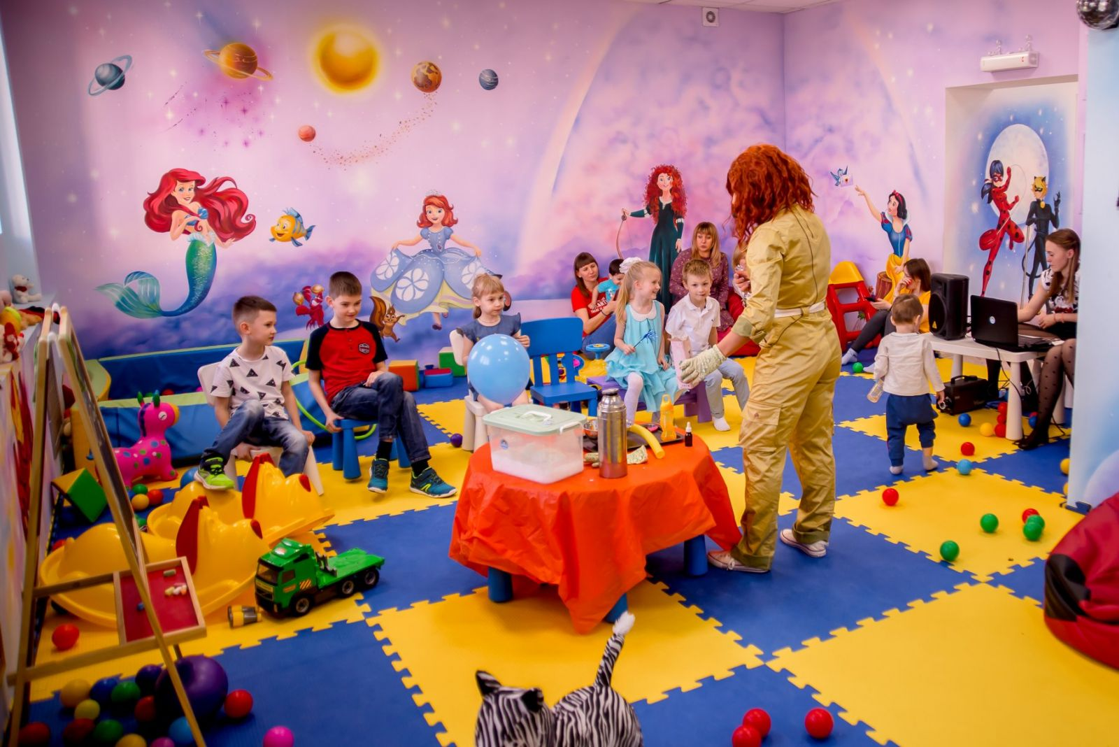 Франшиза детской игровой комнаты персонал.